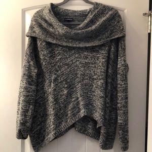 Loose turtleneck/cowl neck sweater